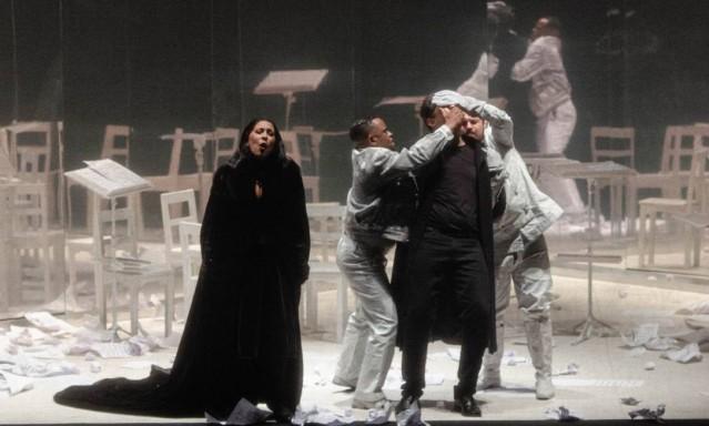 85328434_SCCena-de-Orphee-opera-de-Philip-Glass-dirigida-por-Felipe-Hirsch-no-Teatro-Municipal-do