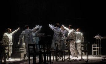 x85328438_SCCena-de-Orphee-opera-de-Philip-Glass-dirigida-por-Felipe-Hirsch-no-Teatro-Municipal-do.jpg.pagespeed.ic.pvE0RFSwn7